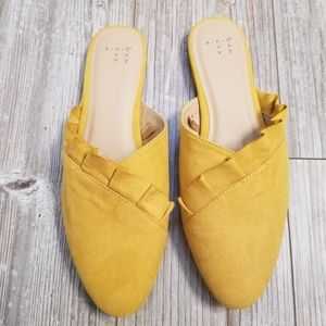 A new day Hal ruffle flats yellow size 9